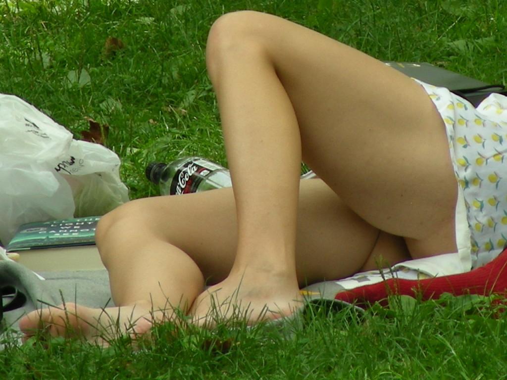【海外エロ画像】これが日常wパンチラとともにあるブロンド素人の休日www 20