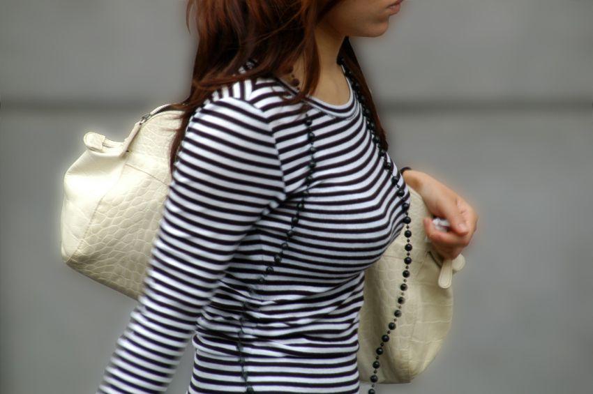 【巨乳エロ画像】隠せるのに敢えて強調w近頃の着衣巨乳さんは前衛的www 11