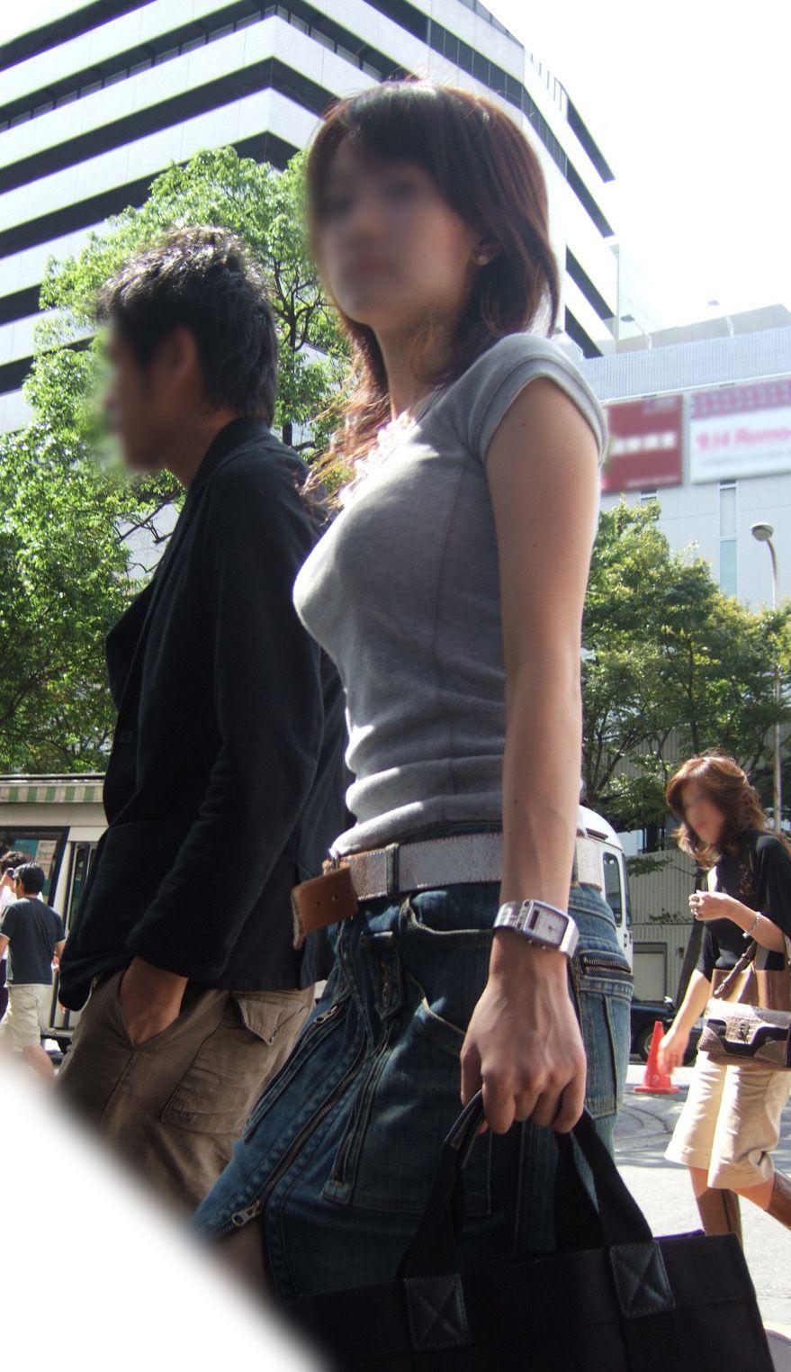 【巨乳エロ画像】隠せるのに敢えて強調w近頃の着衣巨乳さんは前衛的www 19