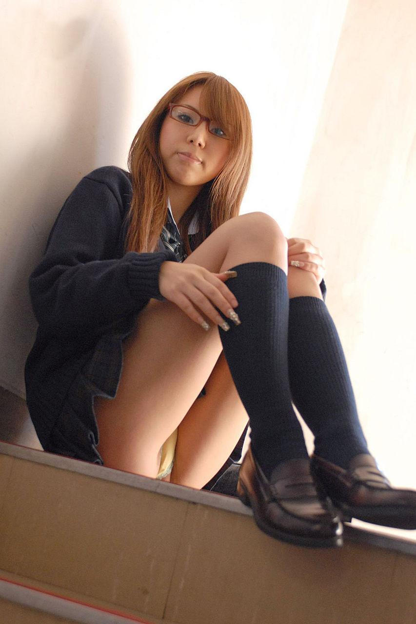 【眼鏡エロ画像】真面目じゃなくて何が悪いw淫乱でもイイでしょ眼鏡系女子www 08