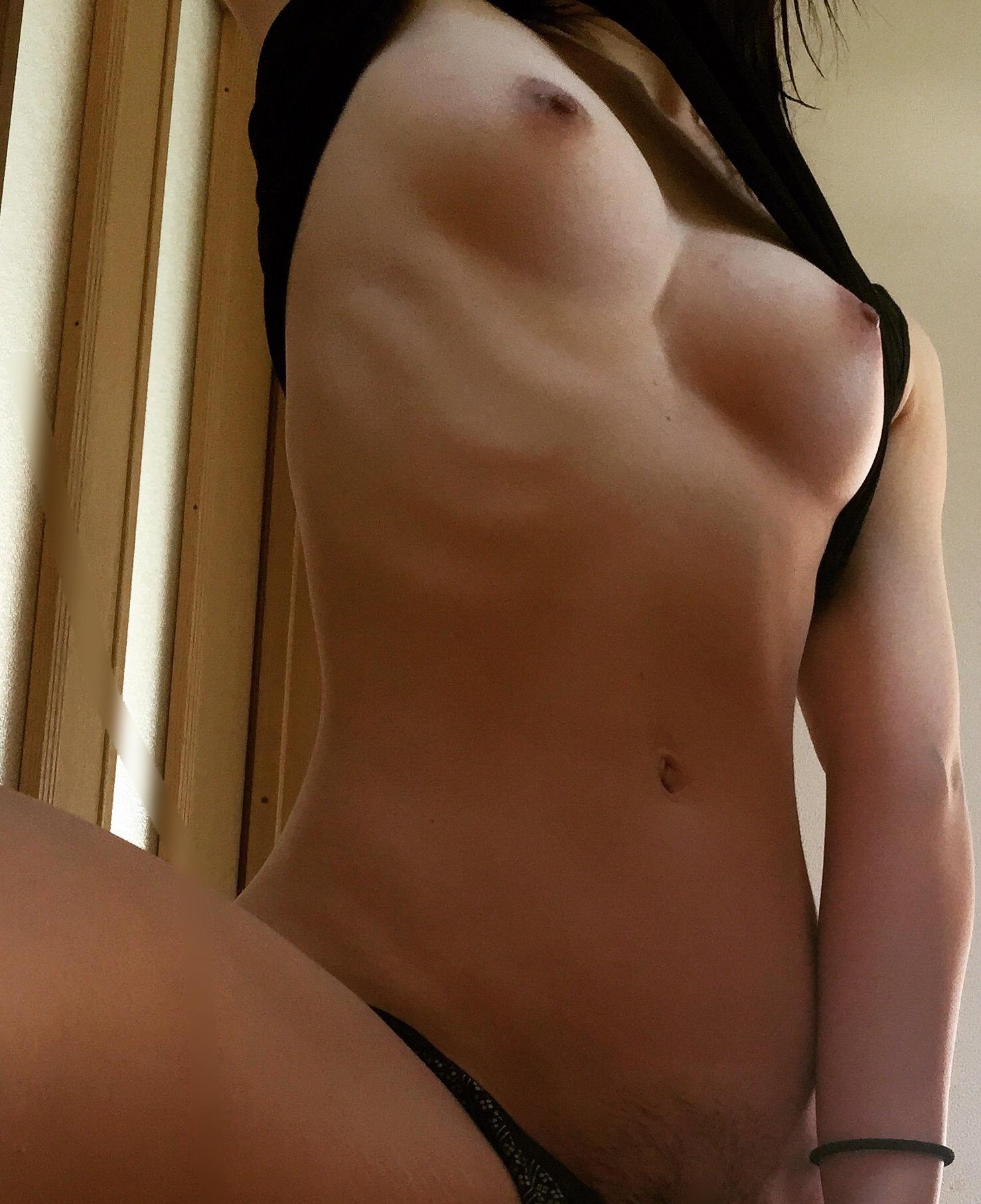【自撮りエロ画像】寂しい深夜に嬉しい美乳写メくれる女神様マジ天使www 20