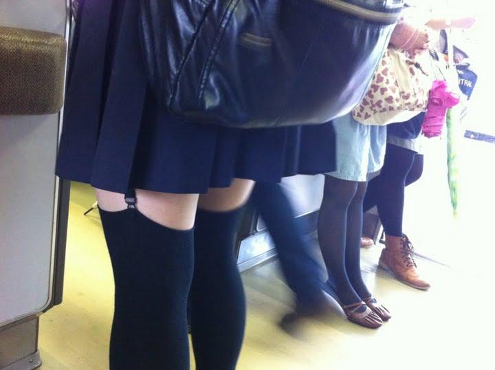 【下着エロ画像】出して歩くファッションまで!?淑女にの下半身によく似合うガーターベルトwww 03