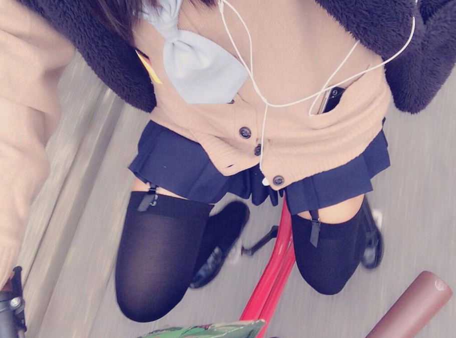 【下着エロ画像】出して歩くファッションまで!?淑女にの下半身によく似合うガーターベルトwww 05