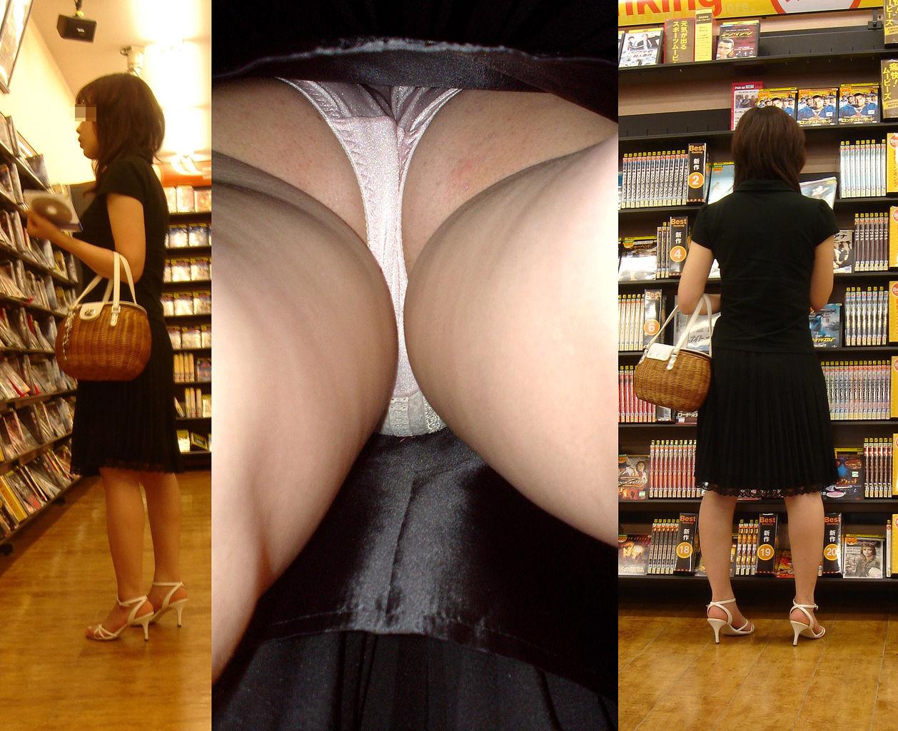 【パンチラエロ画像】香り漂いそうなスカートの中…生々しい生パン逆さ撮りwww 25