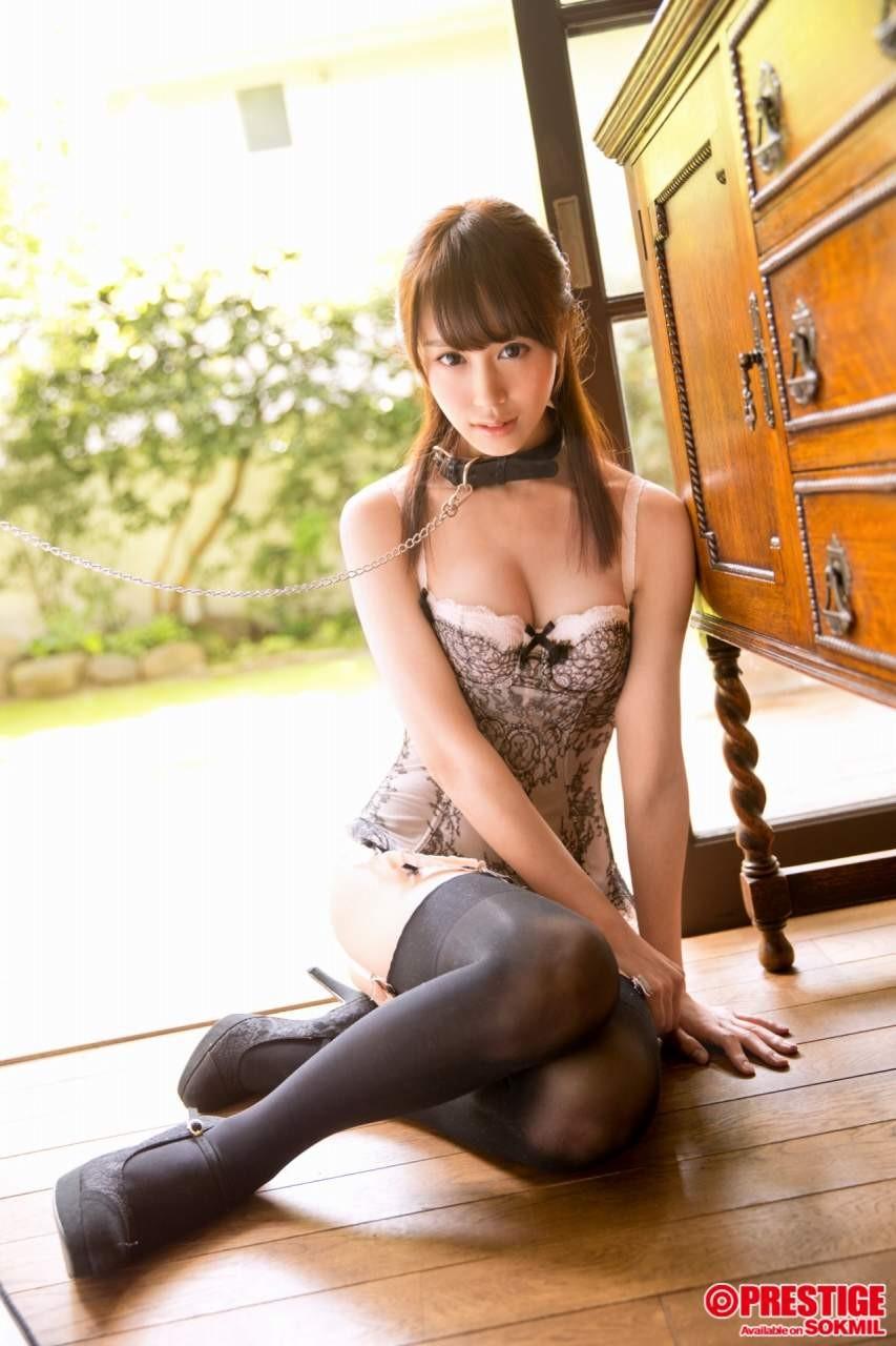 【下着エロ画像】キツいと胸が飛び出しちゃう…細く魅せたビスチェ淑女www 23