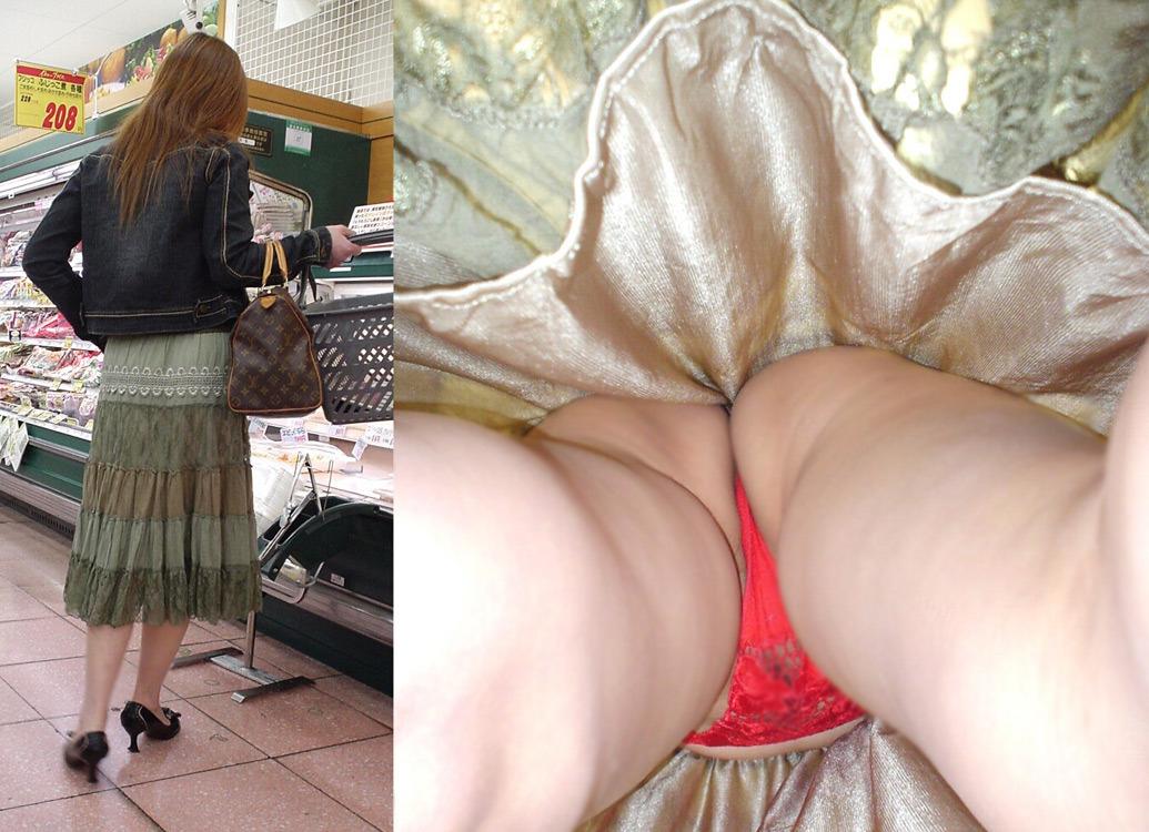 【パンチラエロ画像】スカート長いから大丈夫ってのは思い違いw逆さ撮り師のおパンツ暴きwww 12