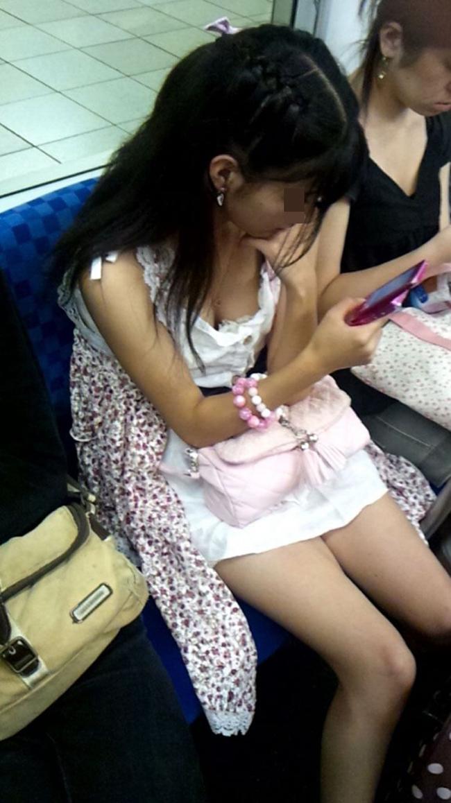 【美脚エロ画像】新年の始発からでも堪能可w電車内でムッチリ美脚探しwww 14
