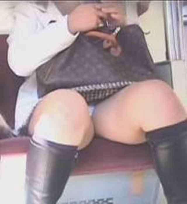【パンチラエロ画像】対面で寝たフリが定石w電車内のパンチラ女を密かに観察www 29