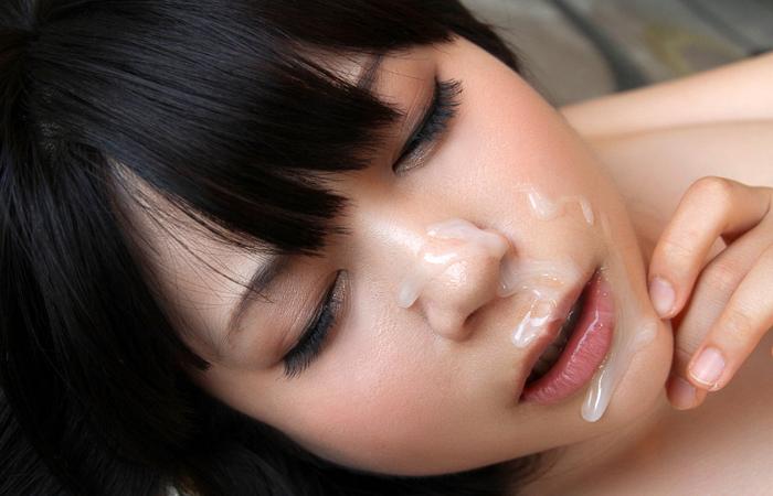 【ぶっかけエロ画像】AV女優でも仕事以外は嫌らしいw汚汁べっとり大量顔射www 001