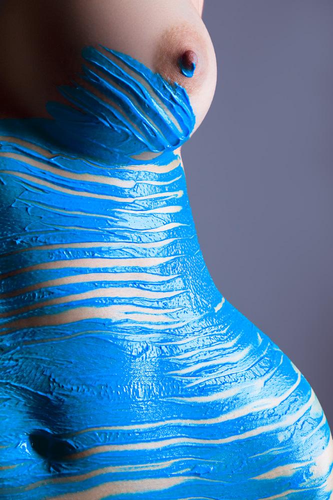 【海外エロ画像】安心できません履いてませんw全裸に絵描いただけの痴女www 07