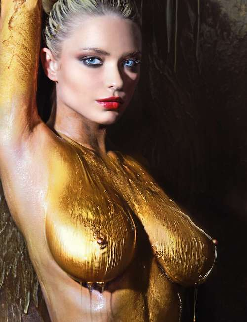 【海外エロ画像】安心できません履いてませんw全裸に絵描いただけの痴女www 14