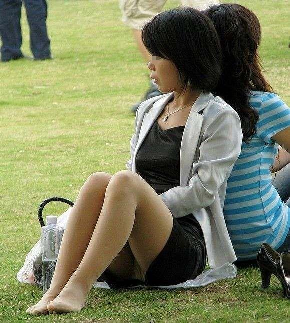 【パンチラエロ画像】春よ来い、早く来い。無防備なミニスカ女子のパンチラと一緒にwww 09