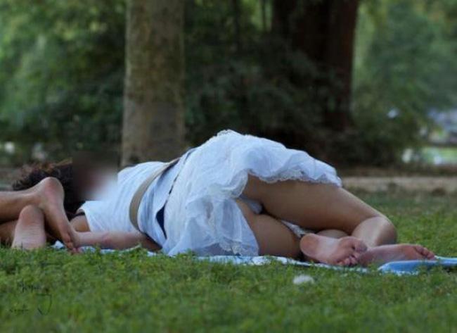 【パンチラエロ画像】春よ来い、早く来い。無防備なミニスカ女子のパンチラと一緒にwww 11