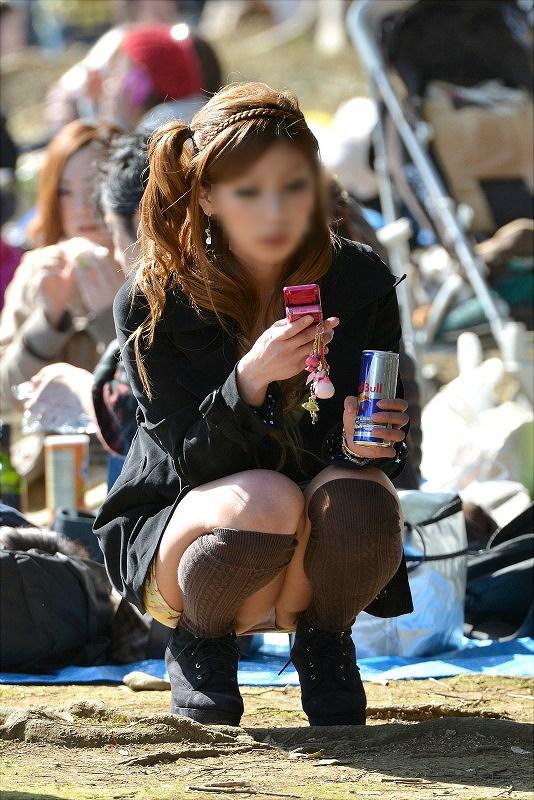 【パンチラエロ画像】春よ来い、早く来い。無防備なミニスカ女子のパンチラと一緒にwww 15