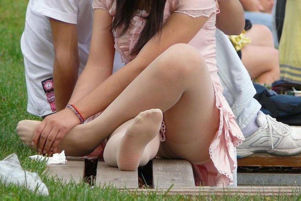 【パンチラエロ画像】春よ来い、早く来い。無防備なミニスカ女子のパンチラと一緒にwww 21