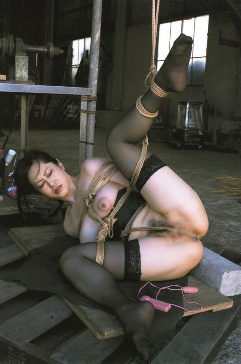 【SMエロ画像】早く責めて欲しいみたいw放置プレイは勘弁な緊縛M女www 12
