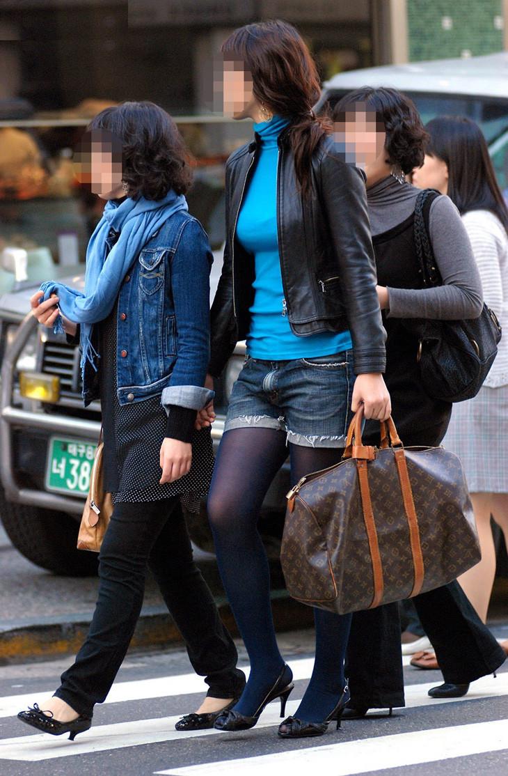 【巨乳エロ画像】冬場のニット女子は強烈!寒暖関係なしの街撮り着衣おっぱいwww 04