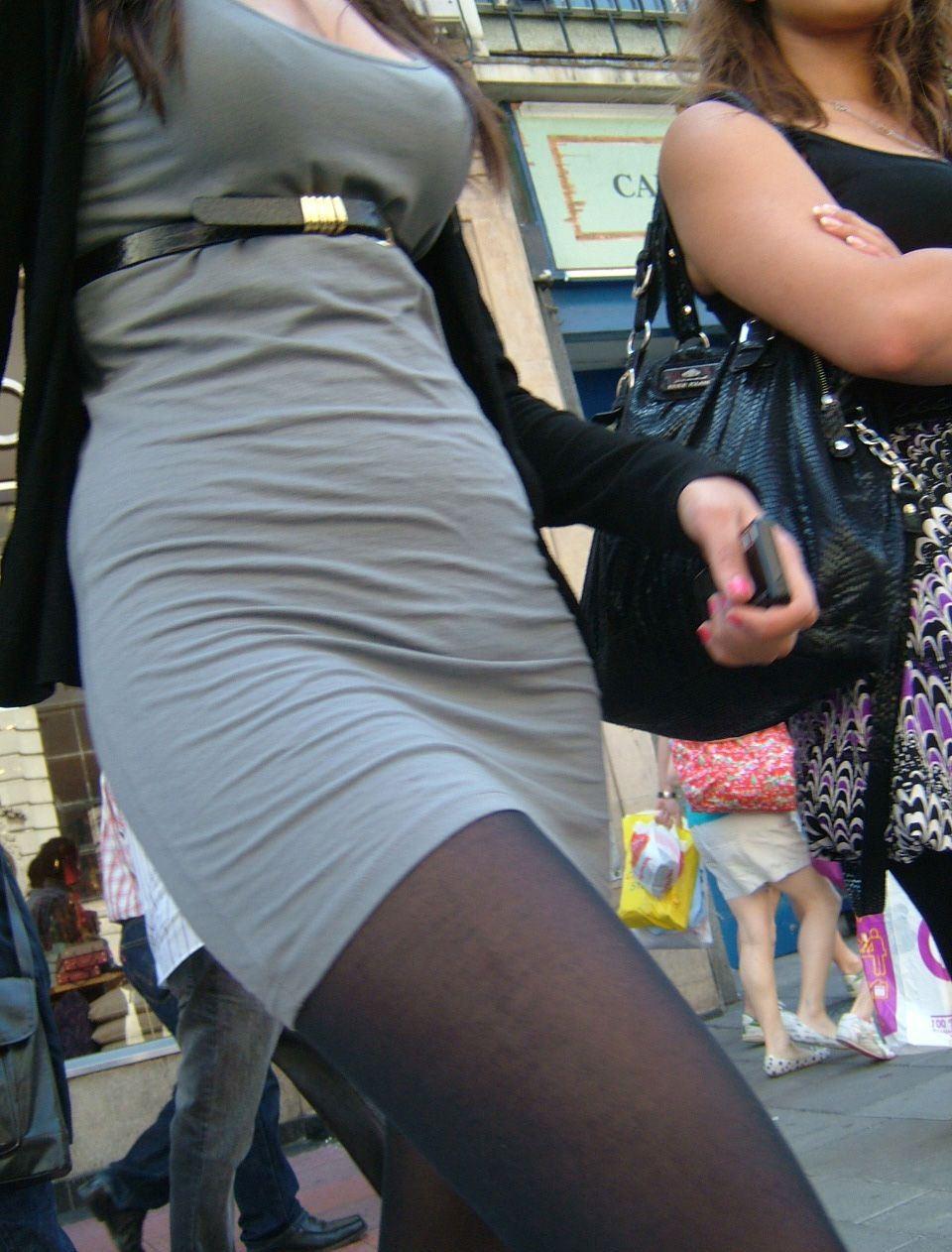 【巨乳エロ画像】冬場のニット女子は強烈!寒暖関係なしの街撮り着衣おっぱいwww 29
