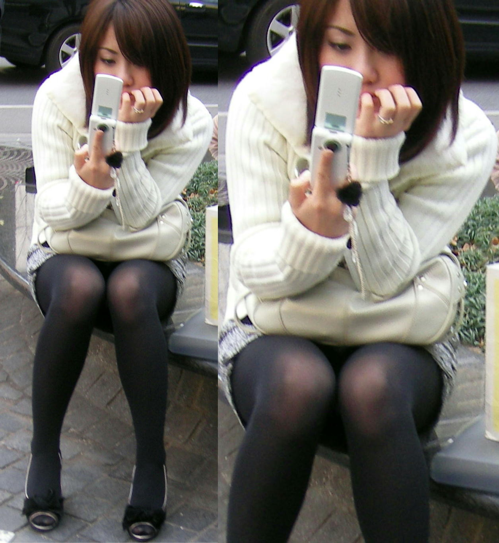 【パンチラエロ画像】けっこう深刻な携帯症候群wその結果がこの無防備チラ見えwww 08