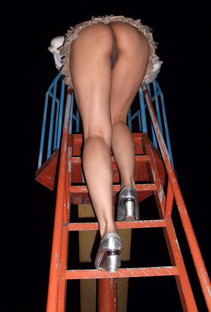 【露出エロ画像】遭遇したら知らん顔で…我が道を行く愛好家たちの深夜露出www 12