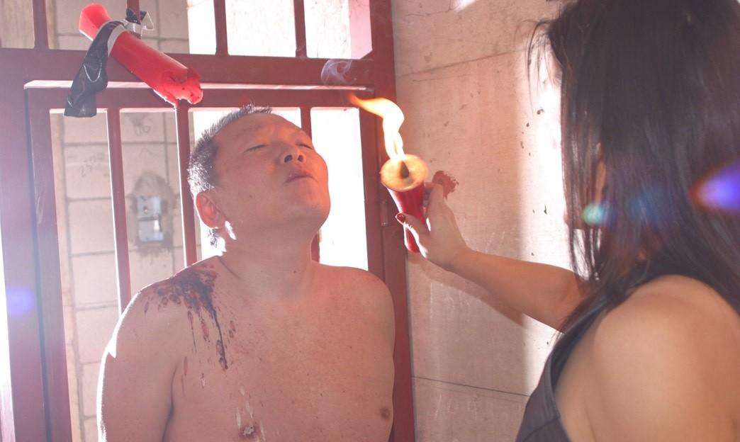 【SMエロ画像】覚悟はいいの…?飴と鞭を使いこなす女王様の愛ある調教の図www 03