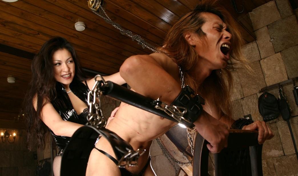 【SMエロ画像】覚悟はいいの…?飴と鞭を使いこなす女王様の愛ある調教の図www 08