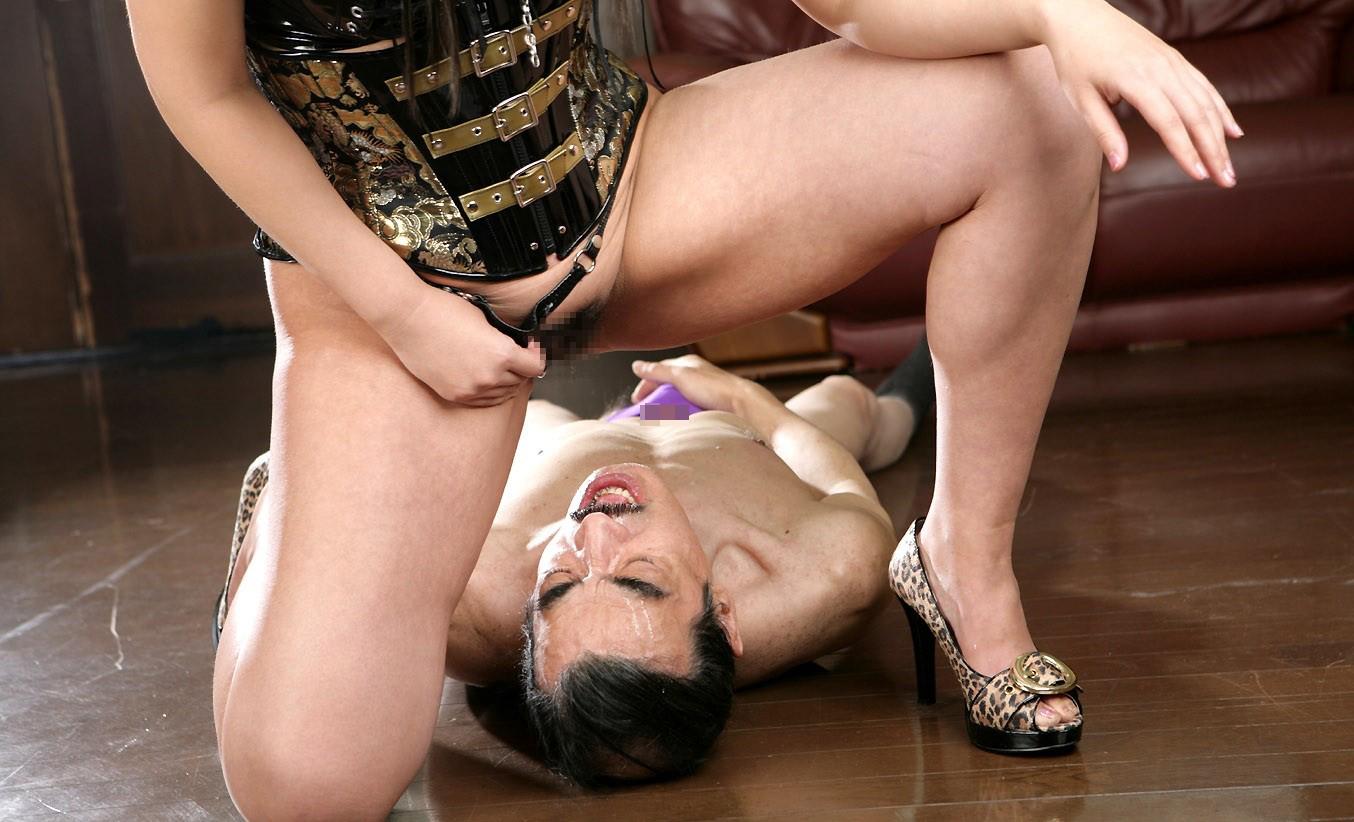 【SMエロ画像】覚悟はいいの…?飴と鞭を使いこなす女王様の愛ある調教の図www 15