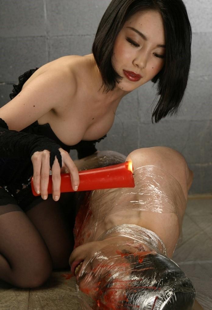 【SMエロ画像】覚悟はいいの…?飴と鞭を使いこなす女王様の愛ある調教の図www 17