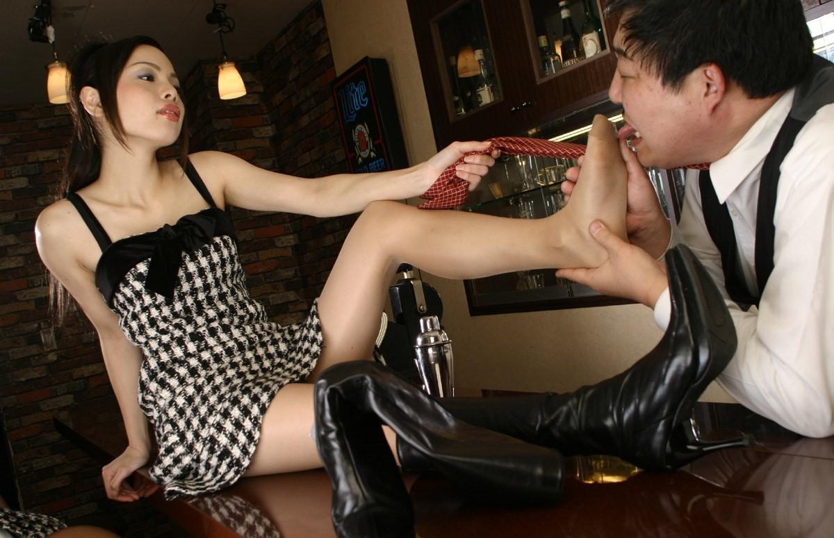 【SMエロ画像】覚悟はいいの…?飴と鞭を使いこなす女王様の愛ある調教の図www 19