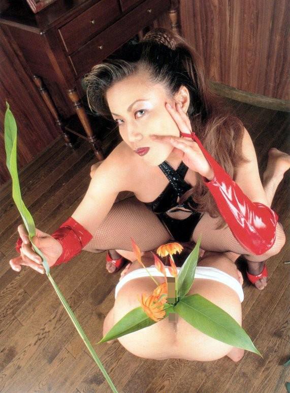【SMエロ画像】覚悟はいいの…?飴と鞭を使いこなす女王様の愛ある調教の図www 25