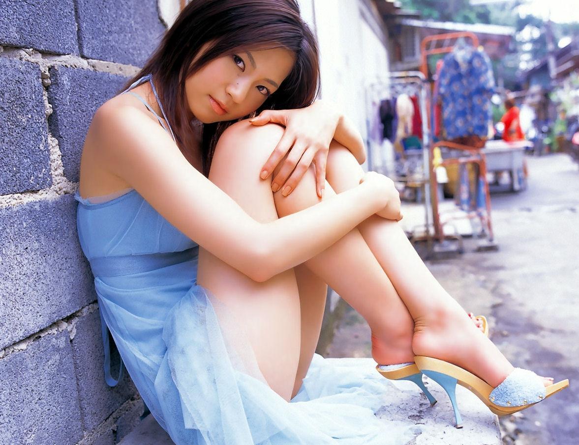 【美尻エロ画像】下着見えない!まさか…はいてないと勝手に妄想させる座り娘www 05