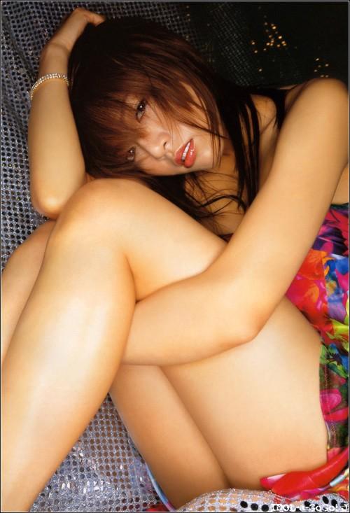 【美尻エロ画像】下着見えない!まさか…はいてないと勝手に妄想させる座り娘www 22