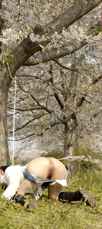 【SMエロ画像】後始末は誰がやれば…ケツから派手に噴射中の浣腸M女たちwww 09