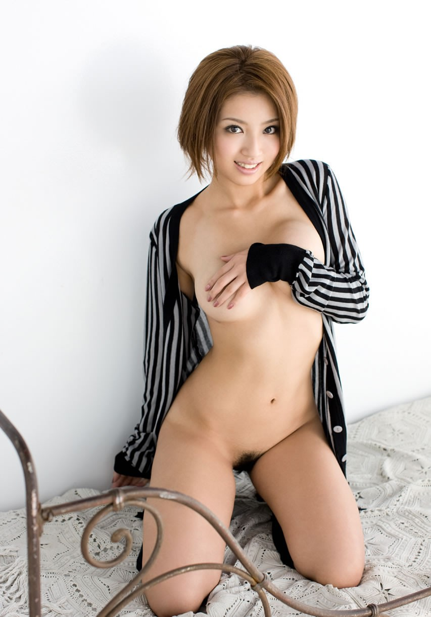 【陰毛エロ画像】剛毛でも範囲僅かなら支持w女の子の陰毛フッサリ股間www 02