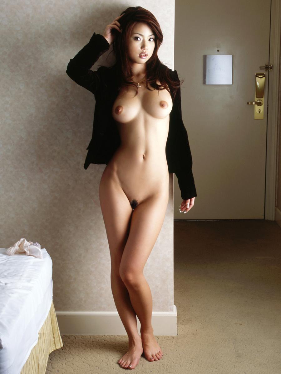 【陰毛エロ画像】剛毛でも範囲僅かなら支持w女の子の陰毛フッサリ股間www 20