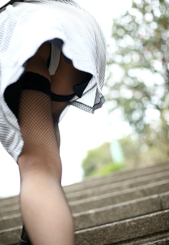 【美脚エロ画像】ムチムチ下半身に超似合うw卑猥さ引き立つ網タイツ姿の美脚www 29