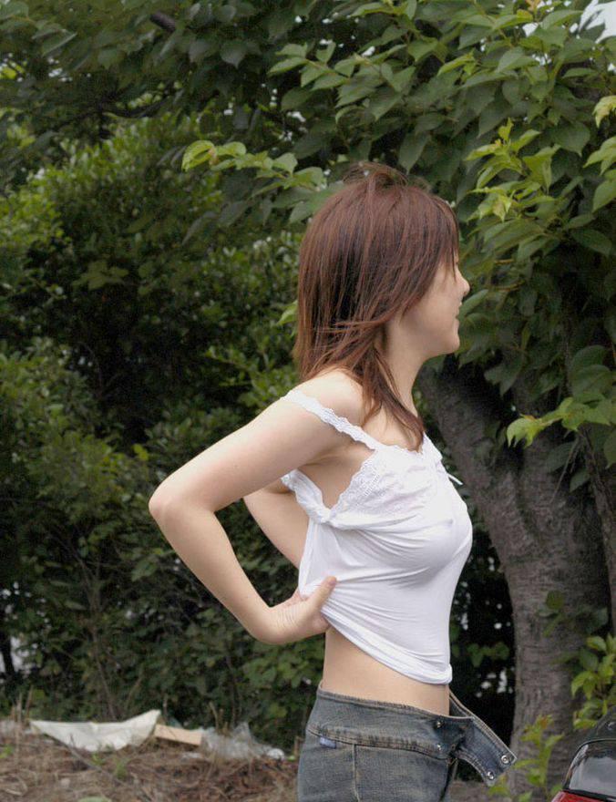 【ノーブラエロ画像】ブラがないと隠せませんwノーブラ女子の出過ぎたポッチリwww 11