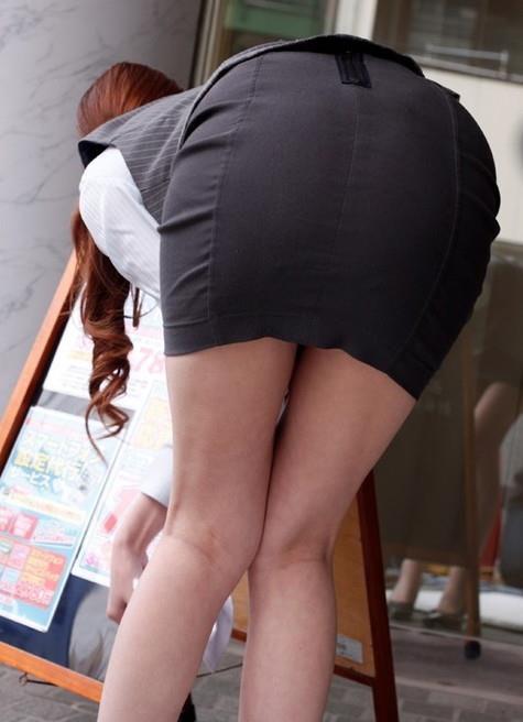 【OLエロ画像】着衣尻の丸みが強まってヤバイ!働く女性の前屈みタイトwww 02