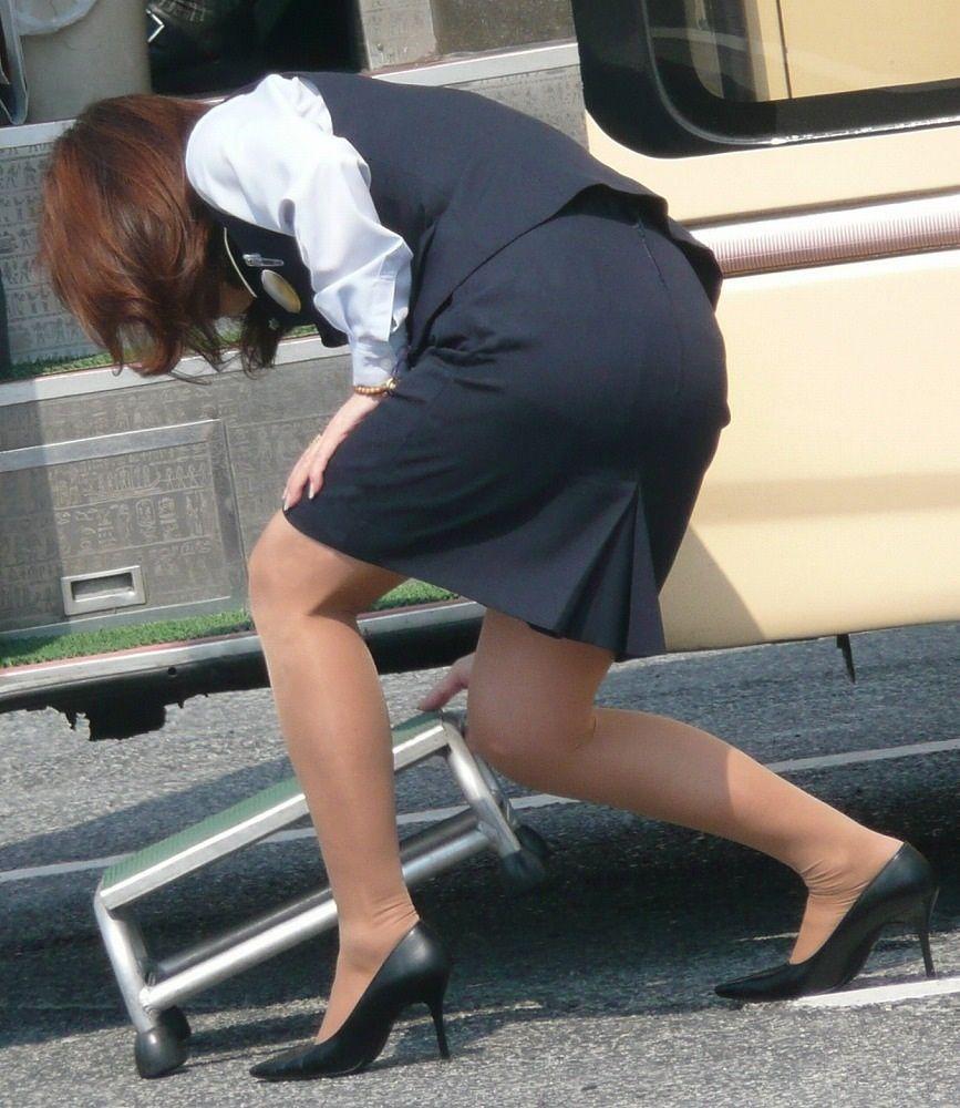 【OLエロ画像】着衣尻の丸みが強まってヤバイ!働く女性の前屈みタイトwww 07