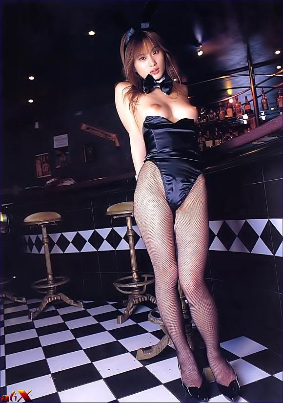 【コスプレエロ画像】前をズリ下ろして乳見たい!肩紐は邪道バニーさんのお胸www 27