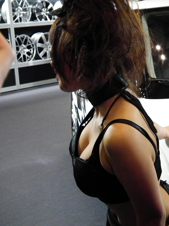 【キャンギャルエロ画像】もう展示物など知らんw最初から注目キャンギャルの巨乳www 05