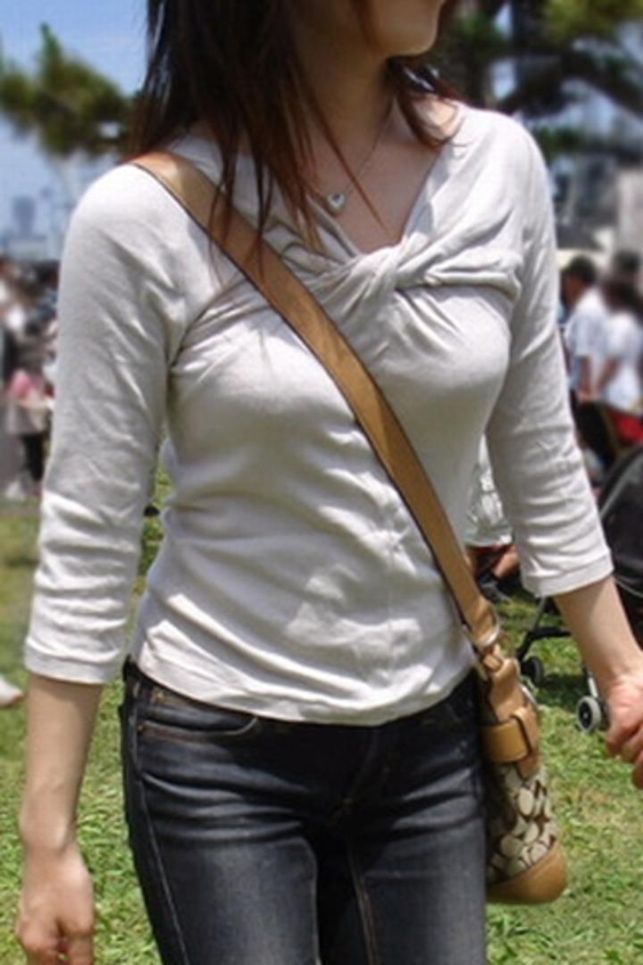 【パイスラエロ画像】もれなく目立つたすき掛けw大きくなくてもたちまち着衣巨乳にwww 18