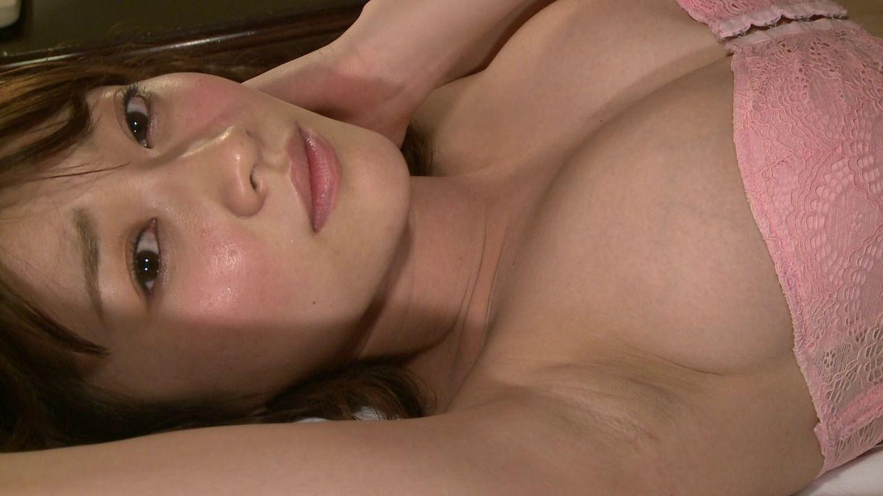 【腋フェチエロ画像】乳首より舐めたい時もあるw味わい深い美女の腋下www 12