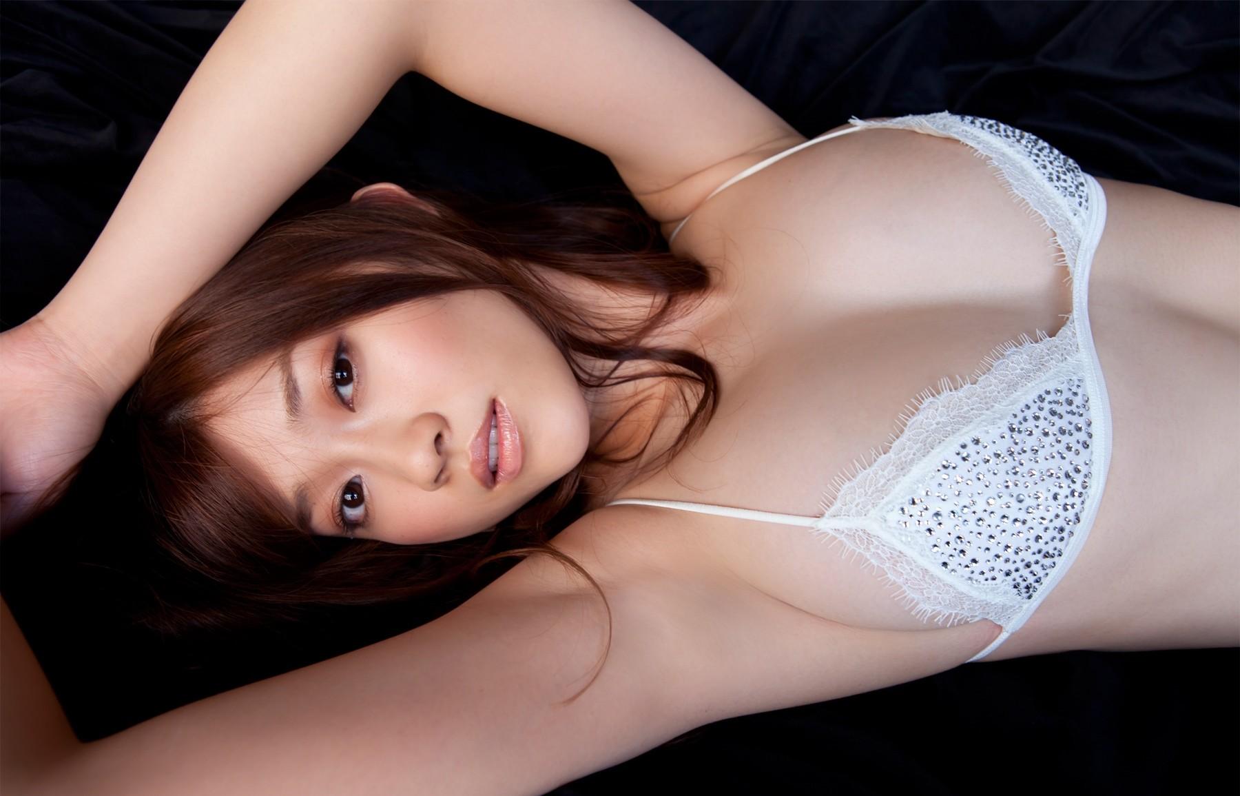 【腋フェチエロ画像】乳首より舐めたい時もあるw味わい深い美女の腋下www 28