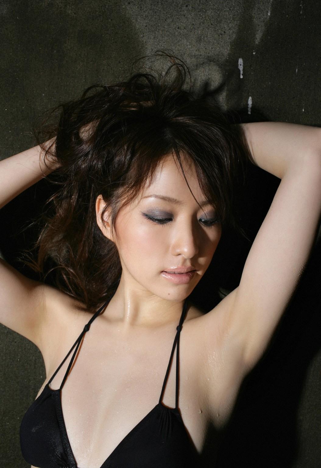 【腋フェチエロ画像】乳首より舐めたい時もあるw味わい深い美女の腋下www 29