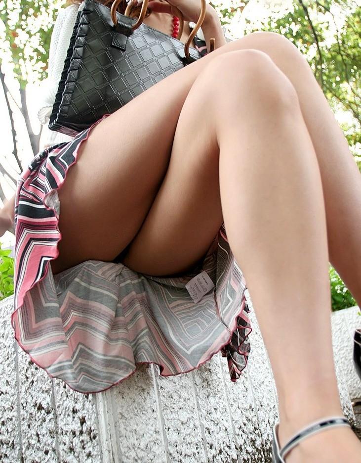 【美脚エロ画像】綺麗な裏腿が見放題!脚組んで座る女子のムッチリ度UP中の太ももwww 14