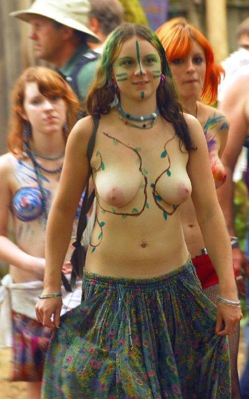 【女体エロ画像】ちゃんと着てるみたいでしょw乳首の形クッキリなボディペイント姿www 04