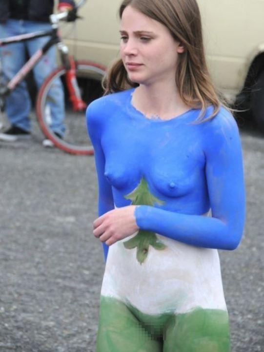 【女体エロ画像】ちゃんと着てるみたいでしょw乳首の形クッキリなボディペイント姿www 18