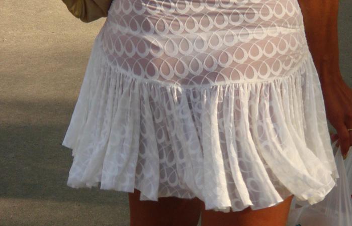 【透け下着エロ画像】見えなさそうで透けているwパンチラの手間いらずな透け下着素人www 001