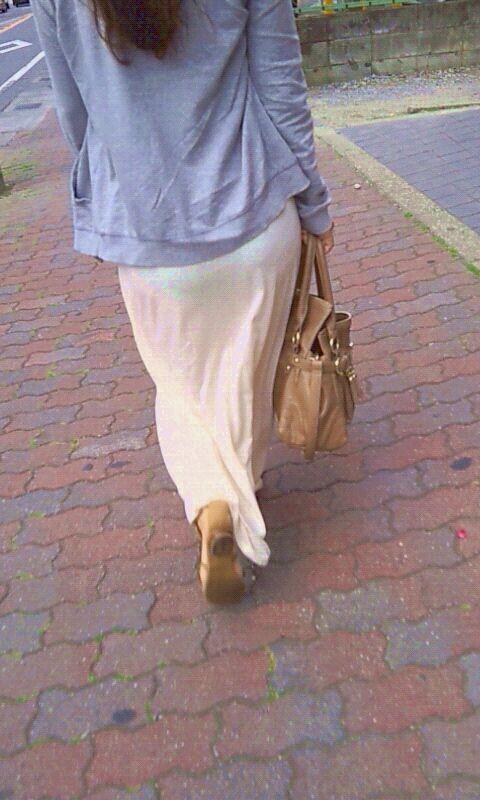 【透け下着エロ画像】見えなさそうで透けているwパンチラの手間いらずな透け下着素人www 04